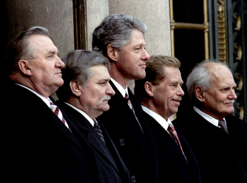 President Michal Kovac of Slovakia, President Lech Walesa of Poland, President Bill Clinton, President Vaclav Havel of the Czech Republic, and President Arpad Goncz of Hungary