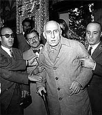 200mossadeq-at-his-trial.jpg