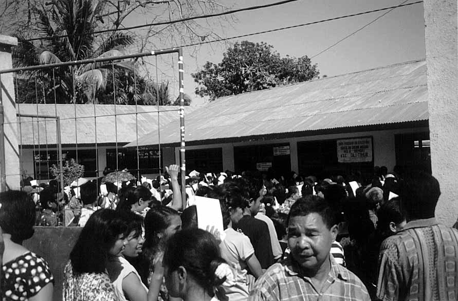 Voters wait their turn on Aug. 30, 1999