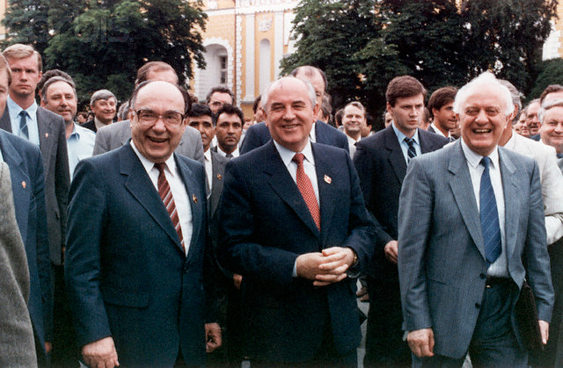 gorbachev with yakovlev and shevardnadze 1989 800