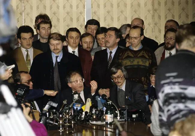Kovalev giving press conference January 2, 1995