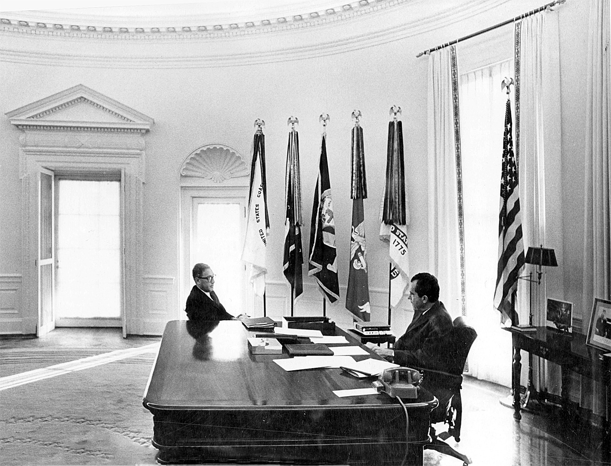 nixon office. President Richard M. Nixon Meeting With National Security Adviser Henry A. Kissinger In The Oval Office, N.d. (Richard Presidential Library, Office E